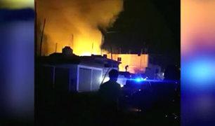 Pachacámac: vecinos rescatan a familia atrapada en vivienda por voraz incendio