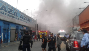Incendio en el Centro de Lima: fuego consume galería en la cuadra 9 del jirón Ayacucho