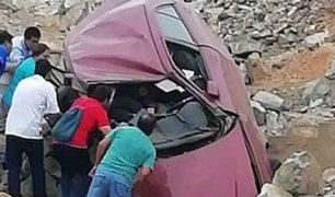 Arequipa: despiste de auto dejó dos personas fallecidas