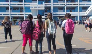 VIDEO: alumna cachetea a su profesora por regañarla en plena clase