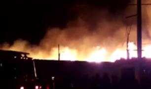 Callao: gran incendio consumió almacén de madera