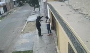 Trujillo: 'raqueteros' en moto asaltan a una joven