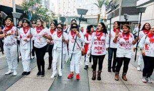 """EEUU: operarias de limpieza se suman a protesta """"Un violador en tu camino"""""""