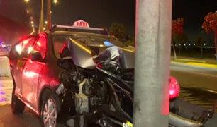 Costa Verde: conductores salvan de morir tras estrellarse con postes
