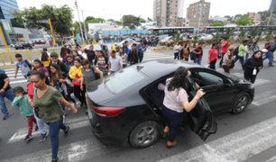 Vía crucis en Av. Javier Prado: peatones arriesgan su vida para cruzar avenida