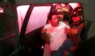 Tumbes: policía cae al piso al subir a intervenido a patrulla