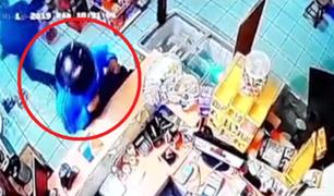 Tarapoto: cámaras de vigilancia captan asalto a agente de entidad bancaria