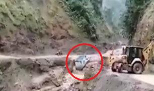 Cusco: huaico arrastró a camión cargado de productos