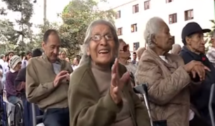 Abuelitos de hogar Canevaro fueron agasajados por Navidad