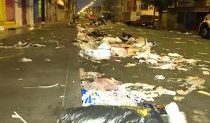 La Victoria: ambulantes dejan gran cantidad de basura en av. Luna Pizarro