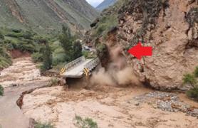 Impactante: captan instante en que derrumbe sepulta puente Chacas en La Libertad