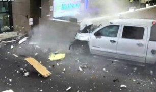 Camioneta se estrelló contra mostrador de aeropuerto de Sarasota en Estados Unidos
