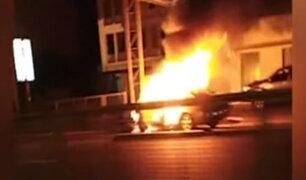 Pueblo Libre: ocupantes de taxi salvaron de morir luego que este ardiera en llamas