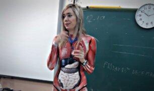 Profesora se volvió viral por la forma que enseña anatomía a sus alumnos