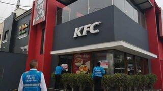 Clausuran KFC de Magdalena por impedir que albañiles ingresen a comer a su local