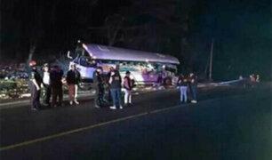 Choque entre bus y tráiler deja 17 muertos en Guatemala