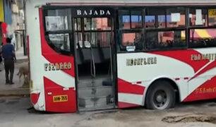 Carabayllo: enormes forados en pista causan hundimiento de bus