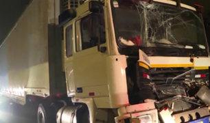 Panamericana Sur: choque de dos tráiler genera congestión vehicular