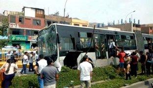 Independencia: bus del Metropolitano se estrella contra poste y deja varios heridos
