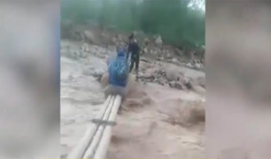 Pataz: pobladores cruzan caudaloso río por delgados troncos