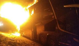 Bus interprovincial con 50 pasajeros  a bordo se incendia en Casma