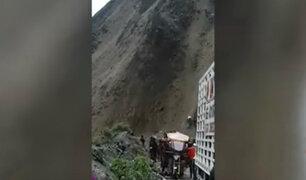 Vraem: deslizamiento de rocas y tierras bloquean carretera