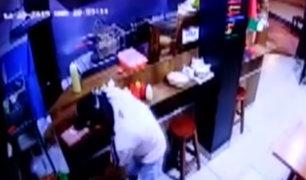 VES: delincuentes asaltaron a trabajadores y comensales de restaurante