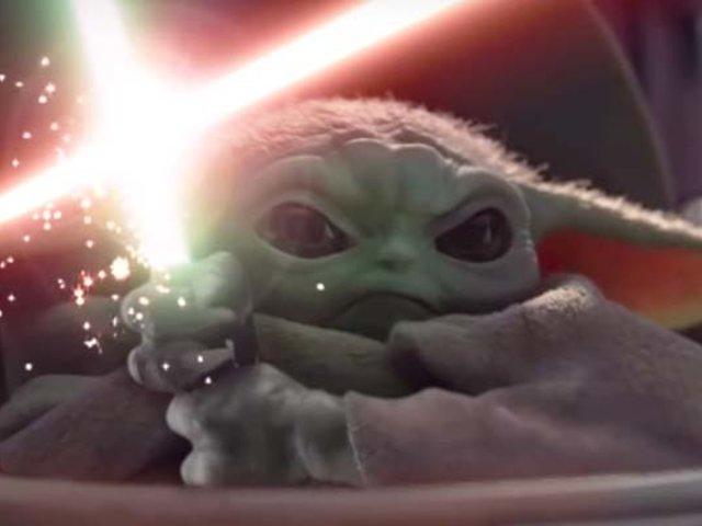 ¡La Fuerza está con él!: Bebé Yoda se enfrenta a Palpatine
