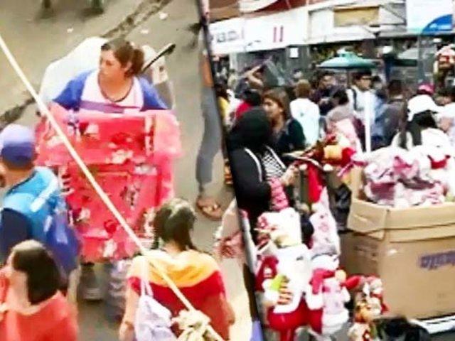 Navidad insegura: informalidad invade alrededores de Mercado Central y Mesa Redonda