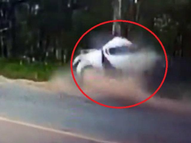 Brasil: joven muere tras partirse a la mitad auto que manejaba