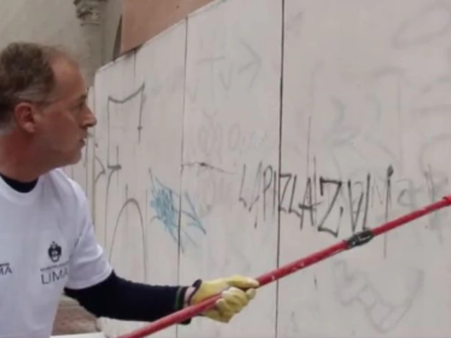 Alcalde Jorge Muñoz lideró operativo de limpieza en jirón Quilca