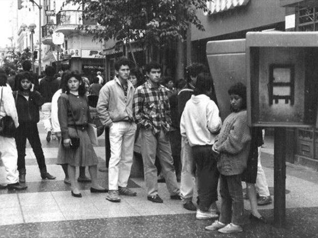 Tiempos sin Whatsapp: Así se formaban las colas en Lima para hablar por teléfono
