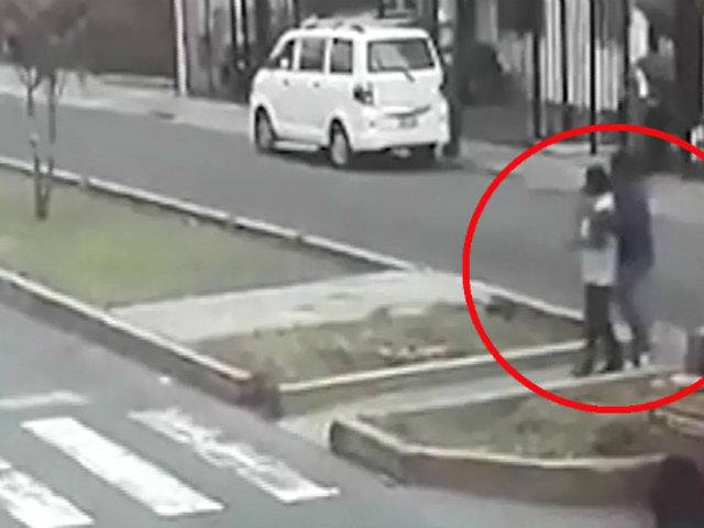 Pueblo Libre: delincuente reduce a joven con llave mortal para robarle celular
