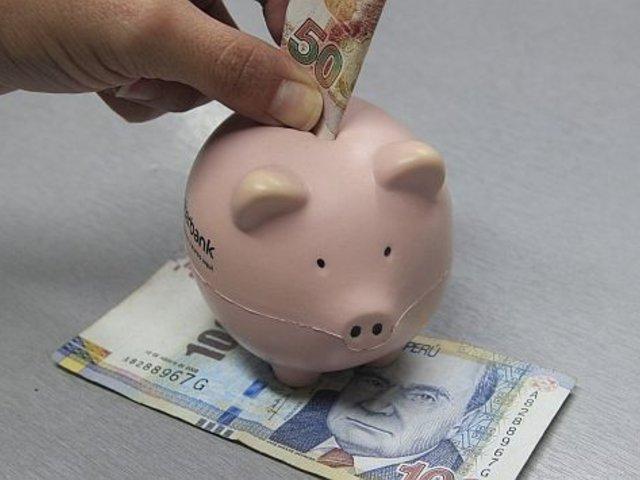 """Más de 2 millones 600 mil peruanos prefieren guardan sus ahorros """"bajo el colchón"""""""