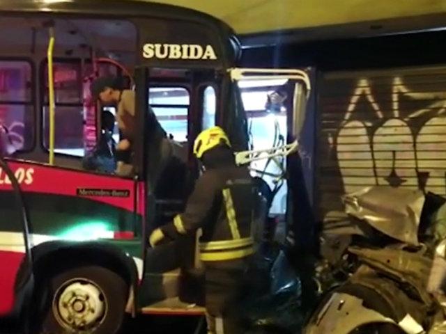 Chorrillos: al menos 17 heridos tras aparatoso choque entre bus y auto