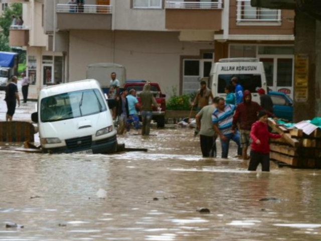 Líbano: fuertes lluvias convirtieron en ríos calles de varias ciudades
