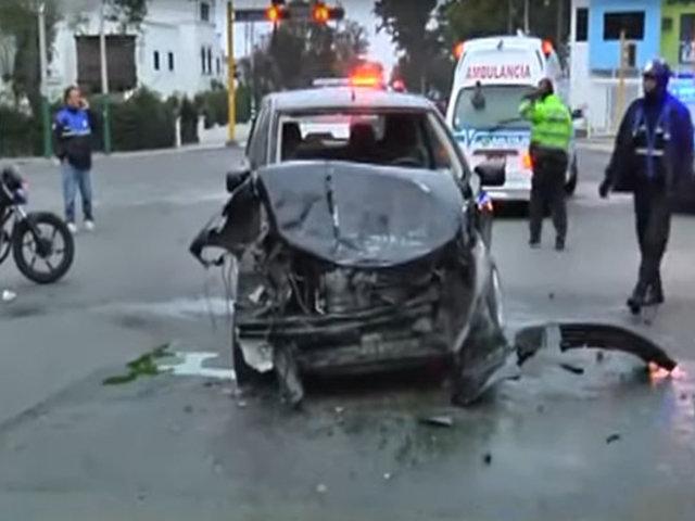Jesús María: auto choca con cúster en esquina de av. Salaverry con Mariátegui