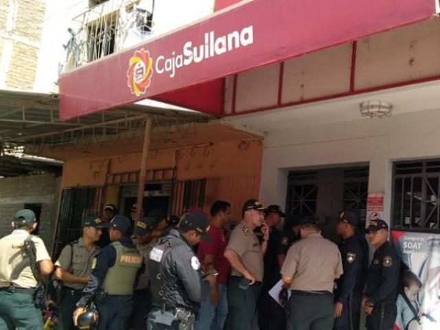 Piura: policías vestidos de civil frustran asalto a conocida agencia bancaria