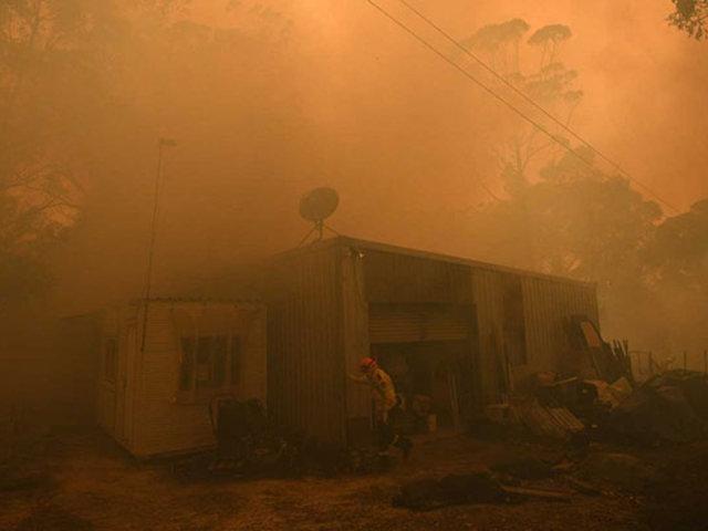 Más de 100 incendios forestales se registran al este de Australia
