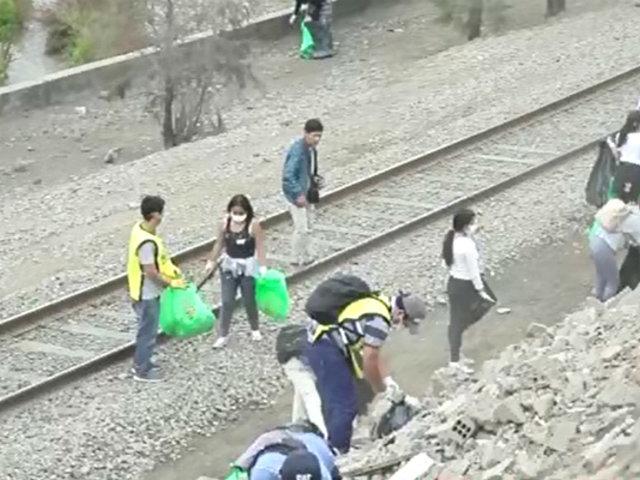 Río Rímac: voluntarios peruanos y venezolanos realizaron jornada de limpieza