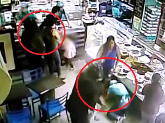 Chiclayo: delincuentes con cascos asaltan pastelería llena de clientes
