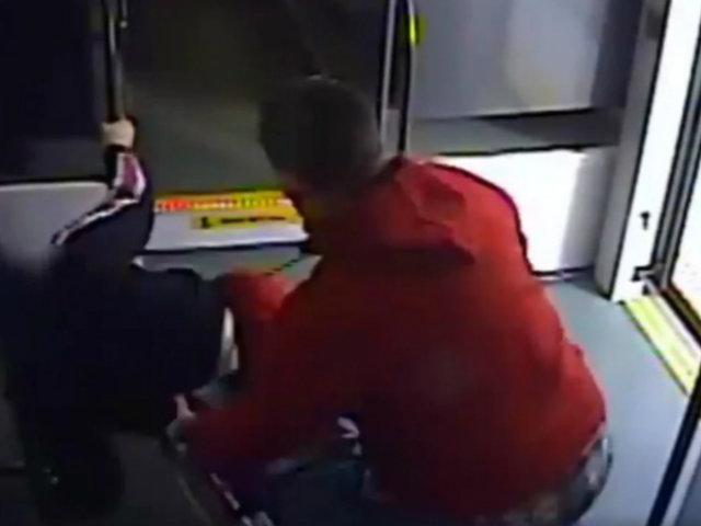 EEUU: sujeto empujó a mujer para robarle silla de ruedas