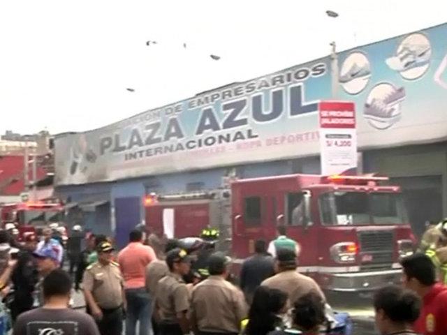 Incendio en el Centro de Lima: fuego se habría iniciado por trabajos de soldadura