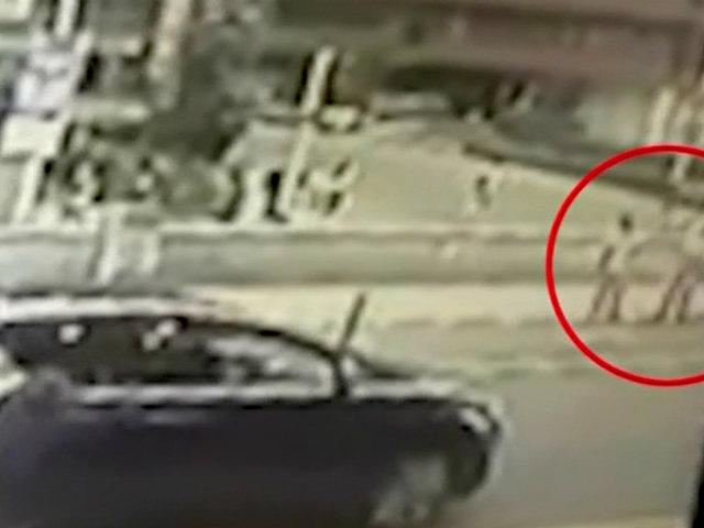Miraflores: auto en retroceso atropella a mujer y su hijo de 6 años