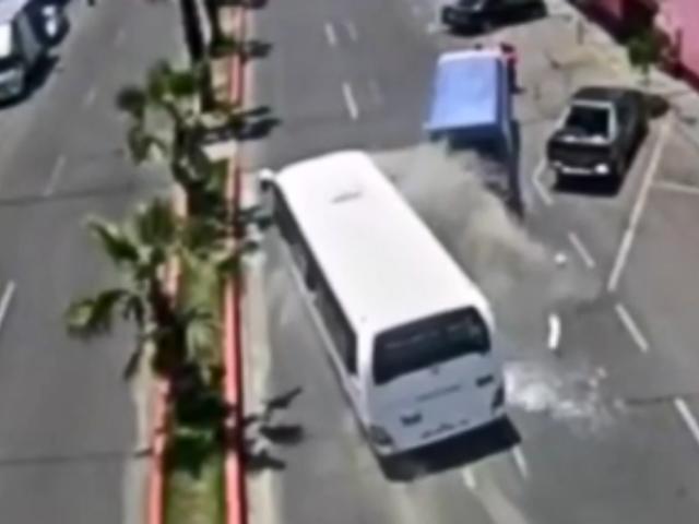 Tacna: cámaras registraron violento choque entre vehículos de transporte