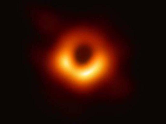 """La """"foto"""" de un agujero negro en el espacio es el avance científico del año"""