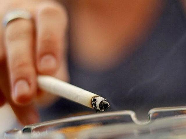 Estados Unidos eleva de 18 a 21 años la edad para comprar tabaco
