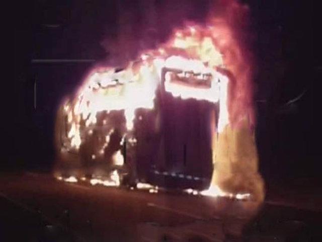 Bus con 72 pasajeros a bordo se incendió en la Panamericana Norte