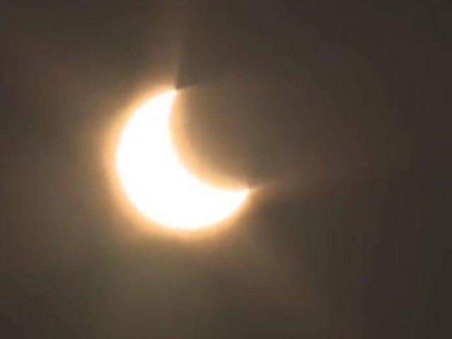 VIDEO: último eclipse solar de la década oscurece países de África y Asia