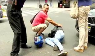 Santa Beatriz: motociclista ignora luz ámbar y choca con taxi